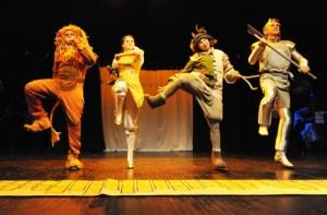 Keistuoliu teatras - Geltonu plytu kelias